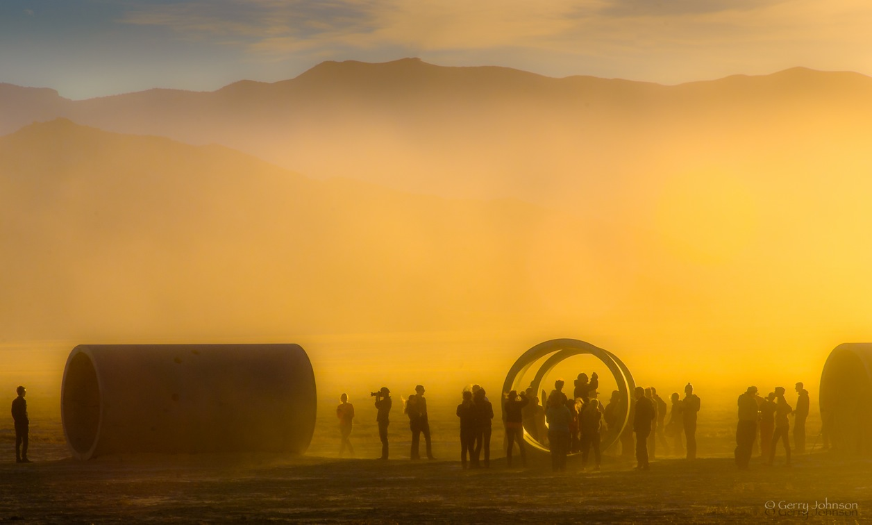 Saturday snaps wind dust and sun artists of utah s 15 for What is a sun tunnel