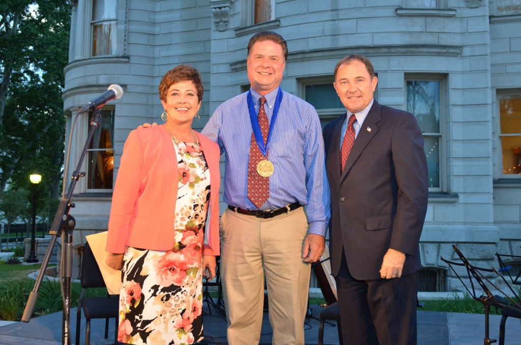 Artist Roland Lee (center) with First Lady Jeanette Herbert and Governor Gary Herbert